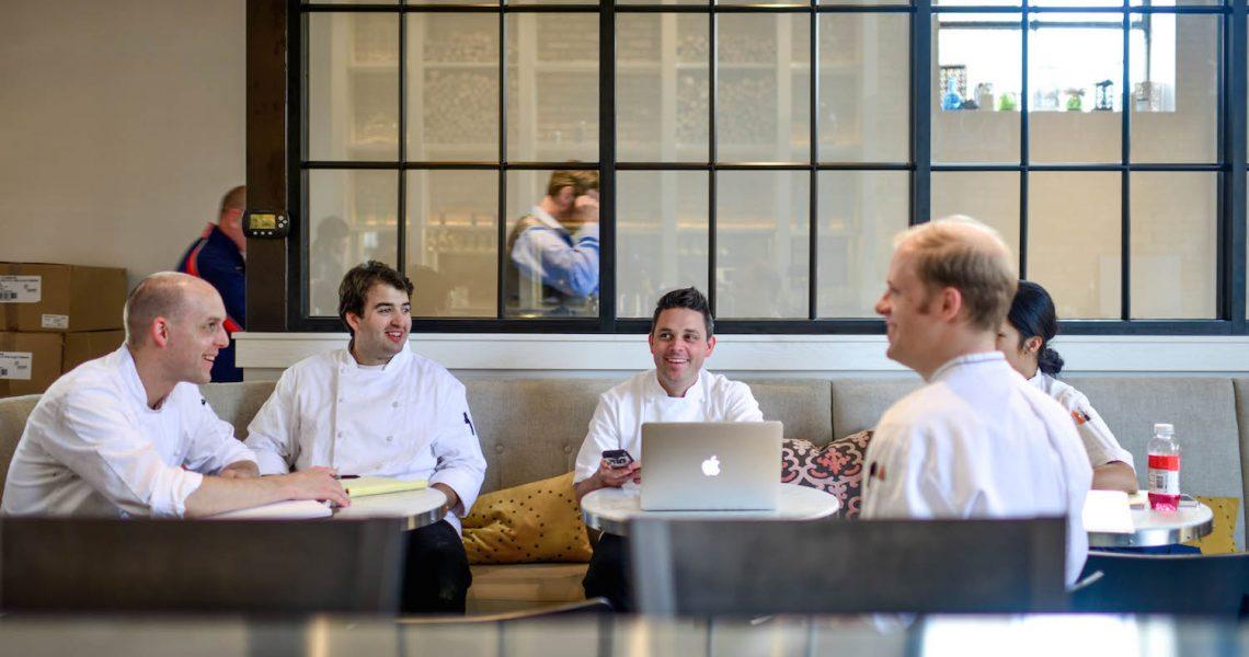restaurante teorie Restaurant bradul, roman, romania 31k likes restaurantul bradul, cu o experienta de peste 15 ani in organizarea de nunti, botezuri si alte evenimente.